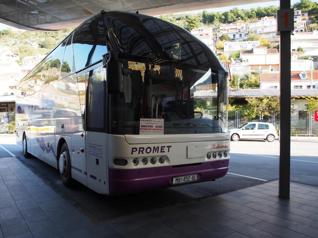 ドブロブニク-スプリト間のバス外観