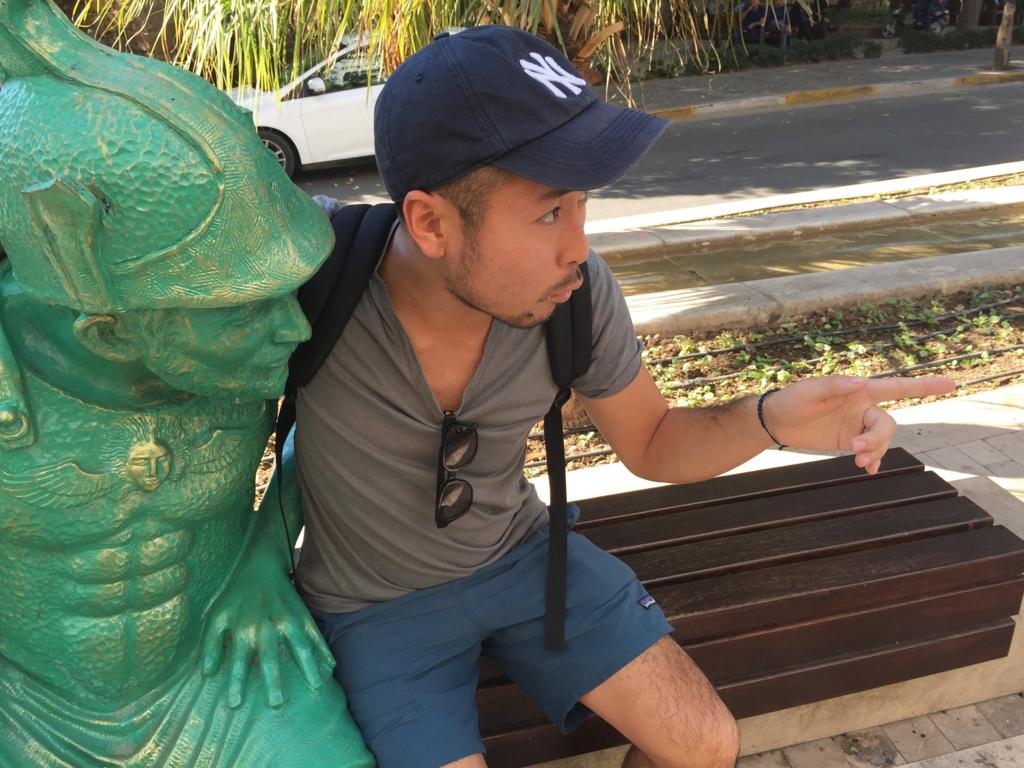 アンタルヤの銅像と旦那さん