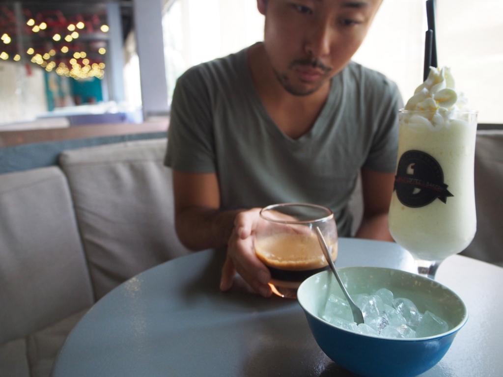 おいしそうなベトナムコーヒーとスムージー いただきます♡